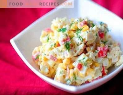 Salades met krabstokken en rijst