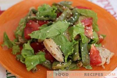 Salad with green beans and chicken