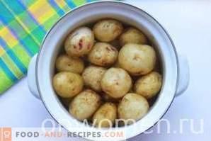Kebab van aardappelen in de oven