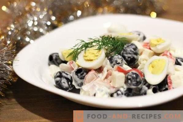 Salade met krabsticks en olijven