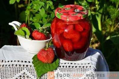 Strawberries in their own juice for the winter