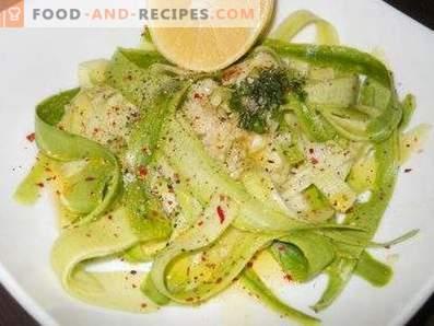 Salades van rauwe courgette