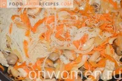 Rijstvermicelli met kip in sojasaus