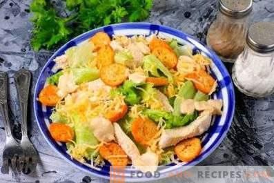 Salades met kip en crackers