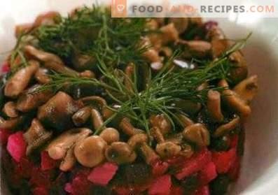 Salades met gepekelde champignons