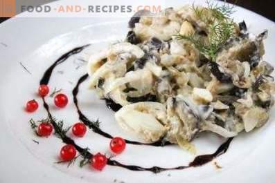 Salades met aubergines, eieren en uien in het zuur