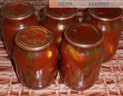 Komkommers in tomatenpuree voor de winter